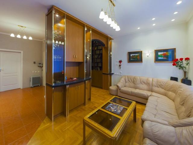 Трехкомнатная квартира на продажу M-30564