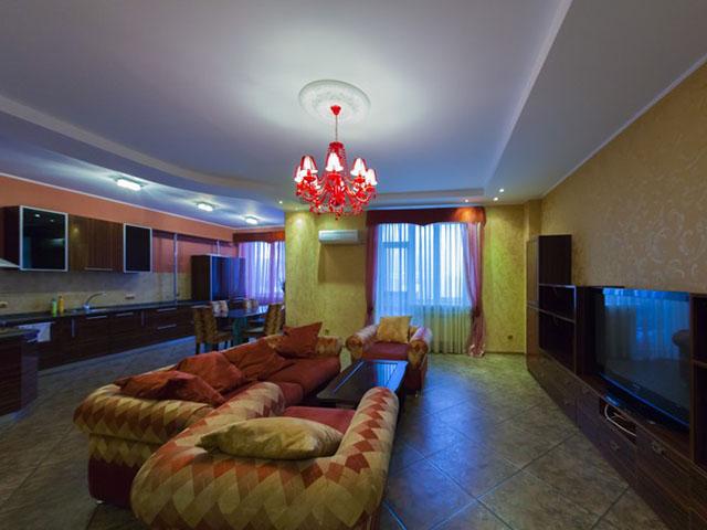 Трехкомнатная квартира в аренду P-6921